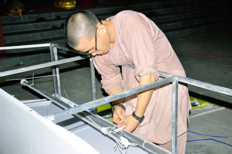 Long An: Không khí đón mừng Phật đản tràn ngập các phố phường.