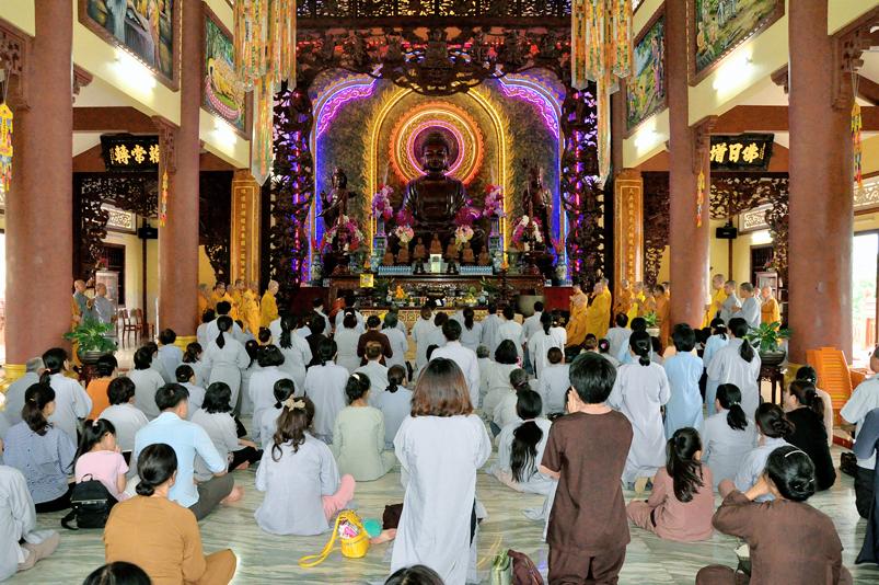 Trường hạ chùa Thiên Châu tiếp tục đón nhiều phái đoàn về cúng dường
